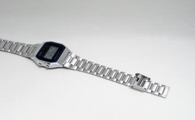 スライド式ベルトの腕時計