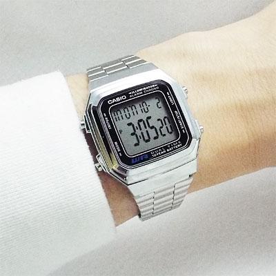 ありそうでなかった「時刻だけ」に切換可能なデジタルウォッチ!
